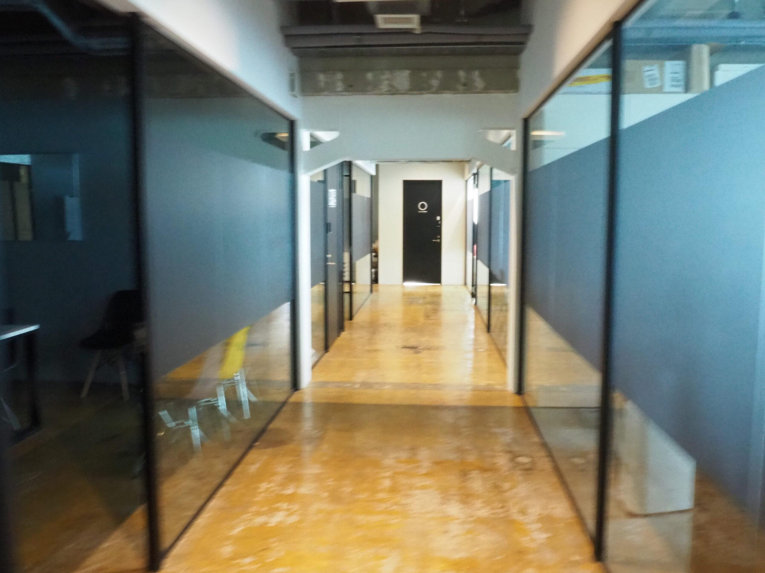 ガイアックス、フルリモート化で永田町のビルを1席6万円のシェアオフィスに