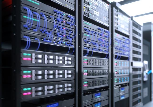 データセンターの増設・地方分散を支援―政府、環境投資資金の呼び込みも議論